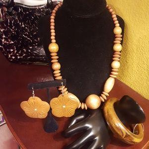 Jewelry - 3 piece wood jewelry set